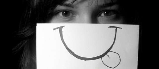 Sonríe, por si acaso